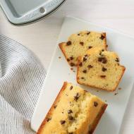 Klasyczna babka cytrynowa z kawałkami czekolady to idealne ciasto na weekend. Proste do wykonania, a jednocześnie przepyszne. 🍰  Niezawodne formy do wypieku ciast, ciasteczek i tortów marki @wiltoncakes złapiecie na thecakes.pl w najrozmaitszych kształtach i rozmiarach! _________________________ #thecakes #delicious #wypieki #mojewypieki  #mojakuchnia #pycha #cooking #wiltoncakes #wiemcojem  #formadociasta  #piekę #ciasto #wilton #wiltontips #instafood #wiltonrecipes